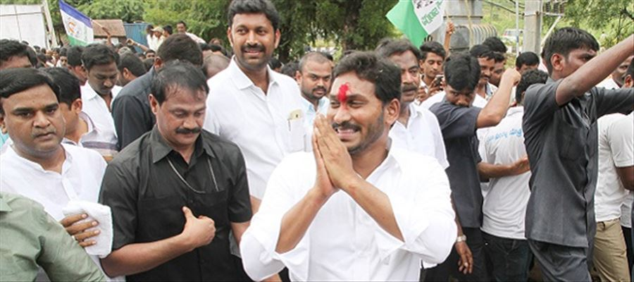 Historic Padayatra of YS Jagan to soon enter Rajahmundry city