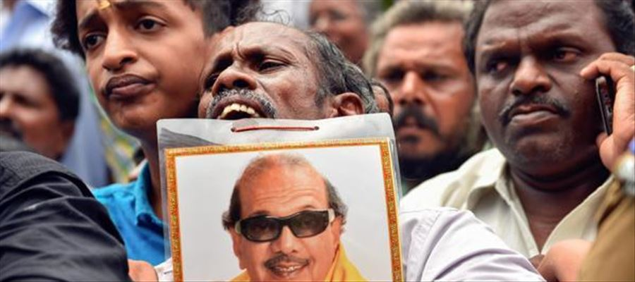 Sasikala's relative tweets on Karunanidhi