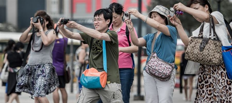 Chinese travelers spends leisure time by visiting India
