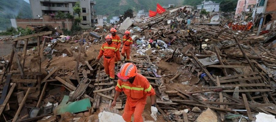 Heaps of people injured and 100+ people Feared dead in China's Earthquake