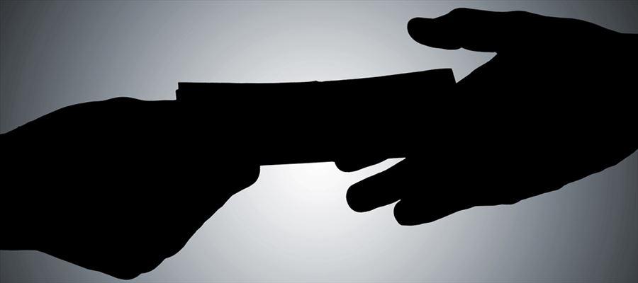 TN Police when demanding bribe caught in a camera, transferred immediately