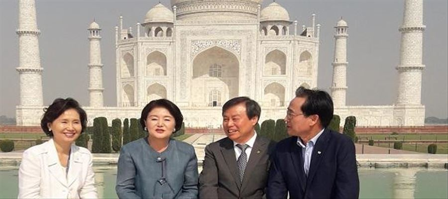 South Korean First Lady wondered seeing Beauty of Taj Mahal
