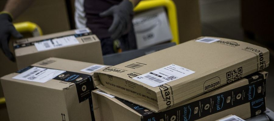 Amazon Flex enables individuals to create their own schedule delivering Amazon packages