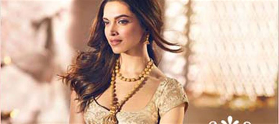 A Particular group Vandalizes theater showing Deepika Padukone's Trailer - VIDEO inside
