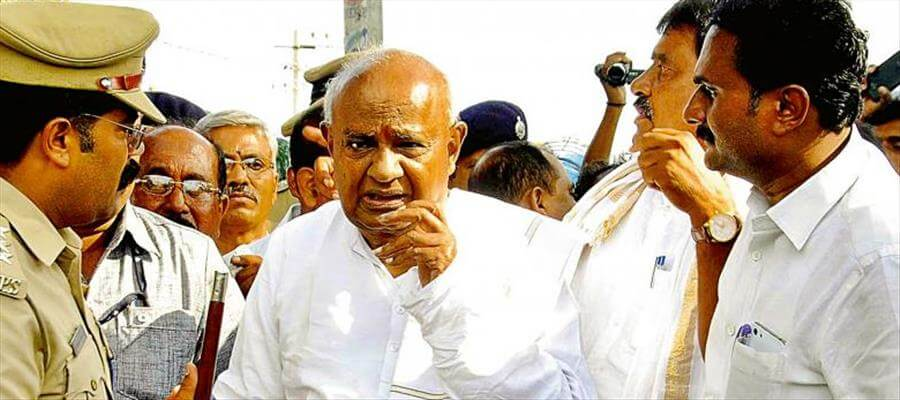 Ambulance caught in traffic in event attended by HD Deve Gowda