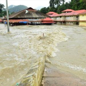 Sabarimala flooded with water, Pilgrims entry restricted