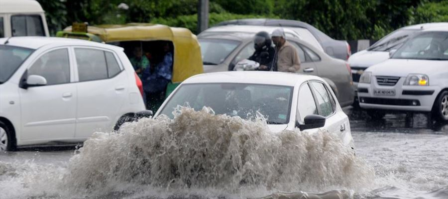 Hyderabad areas waterlogged, motorists & commuters faced difficulties after a heavy downpour
