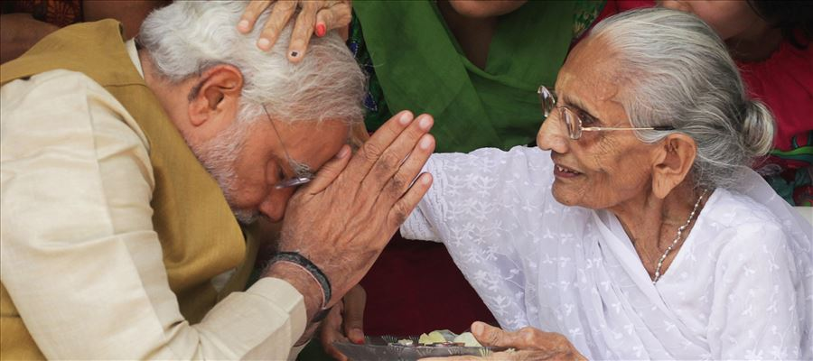 What Mantra PM Narendra Modi's Mother told him to become CM of Gujarat?