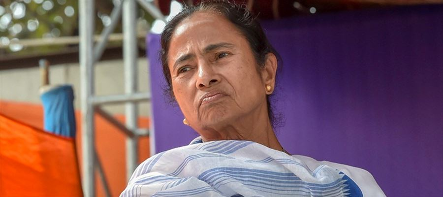 Mamata Banerjee accused PM Narendra Modi led central government of 'stealing' farmers' rights