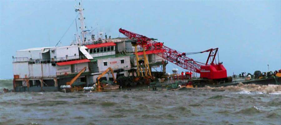23 trapped in stranded barge