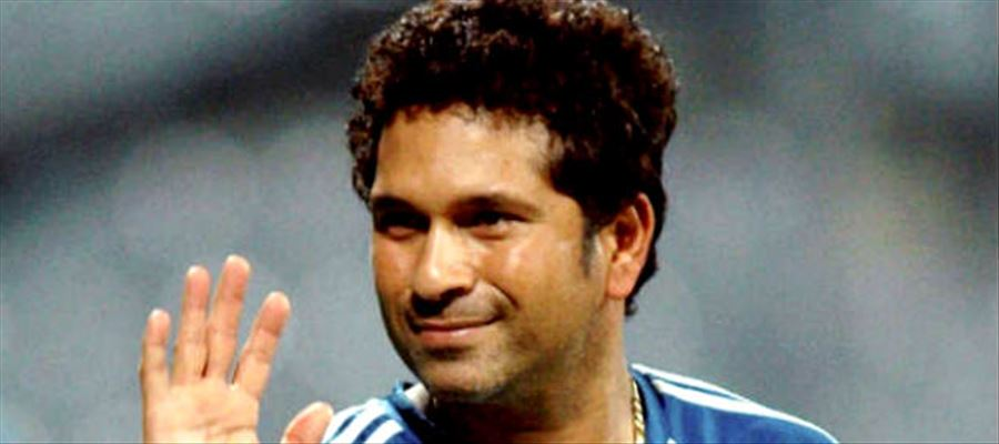When Sachin Played Gully Cricket with Hotel Waiters on the streets of Mumbai...