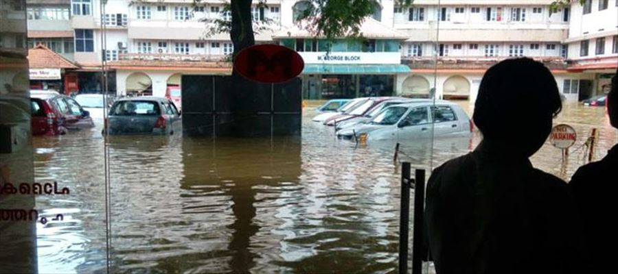 200 Patients & Staff members evacuated from Pathanamthitta flooded Hospital