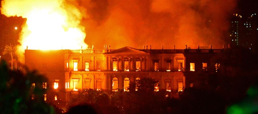 Huge Fire broke out at National Museum in Brazil