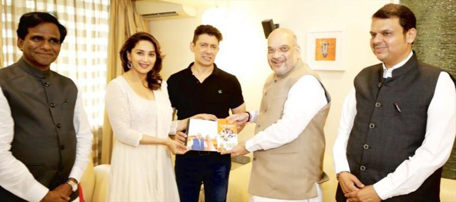 Amit Shah highlighting BJPs achievements to former Bollywood star