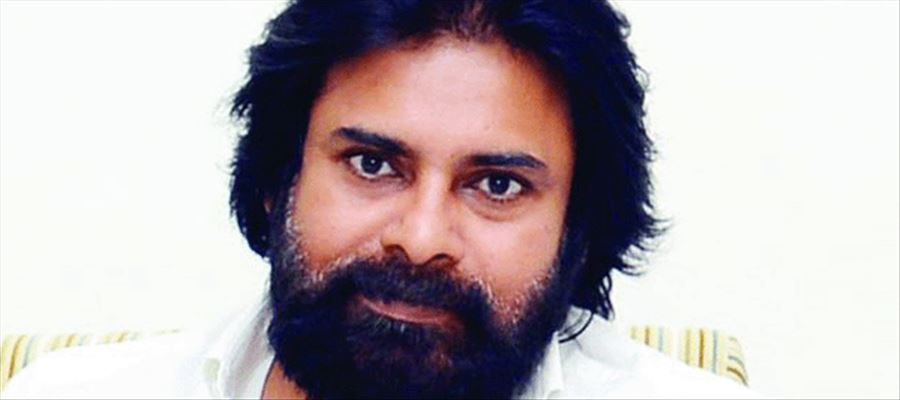 Pawan boards Janmabhoomoi Express for a public meeting at Tuni on November 2