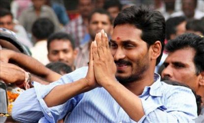 Jagan To Personally Invite KCR and Modi to his Swearing-in Ceremony