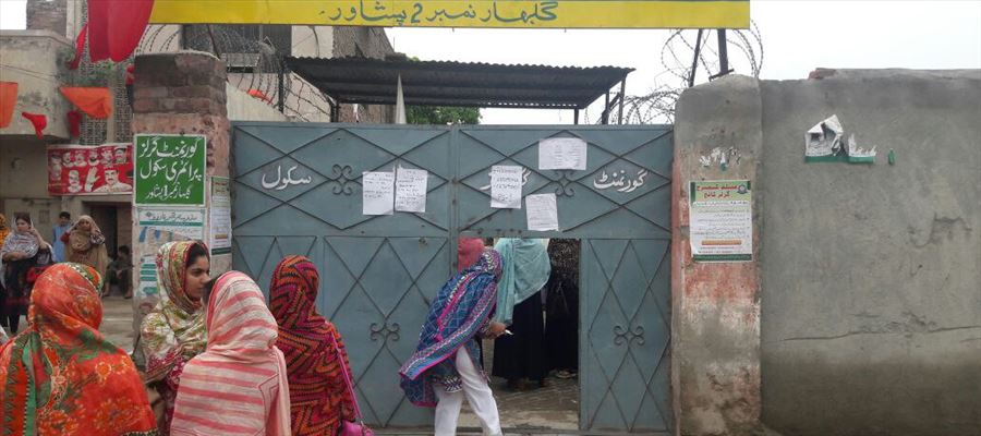 #PakistanElections2018 - Bomb Blast, Women Barred from Voting, Delays in Polling... The Battle gets Intense