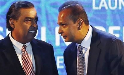 Reliance Jio keen on acquiring RCom's airwaves to boost its own telecom infrastructure