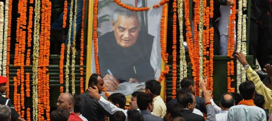 Vajpayee cremated with National Honors!