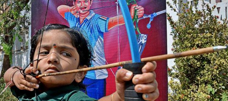 Wow this 5 year girl sets Record in Archery