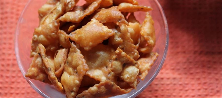 Try Spicy Diamond Cuts Recipe this Diwali