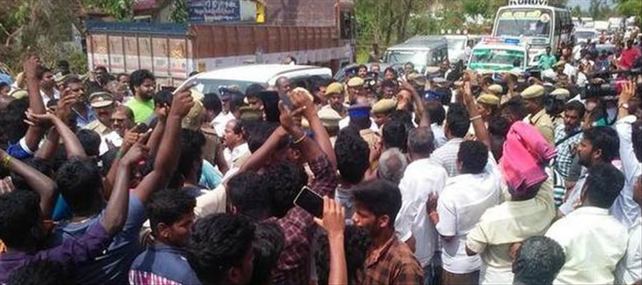 People surround ministers in Orathanadu!
