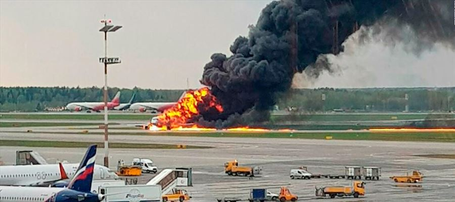 How this Russian Passenger Plane caught fire?
