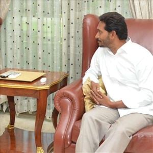 Is YS Jagan is allying with KCR to form Andhra Drohula Front?