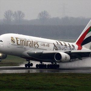 24 year girl asked to leave an Emirates flight complaining about period pain to her boyfriend