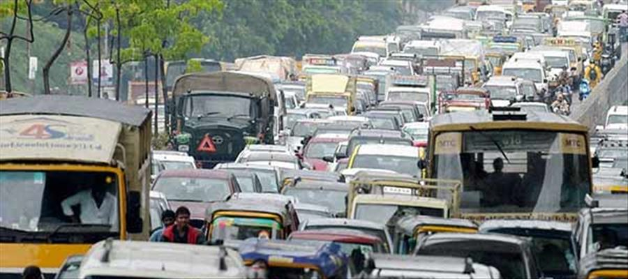 End of Long Weekend Holidays - People get back to routine work and Traffic Congestion occurs everywhere!