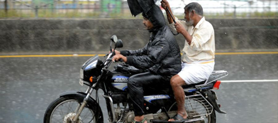 Expect Thunderstorms and Heavy Showers in Tamil Nadu and Pondicherry!