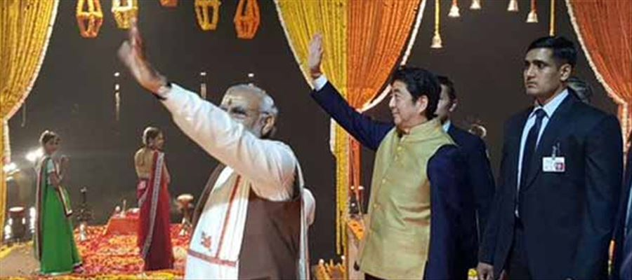 Warm welcome by Pm Modi to Japan PM