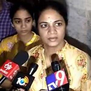 Revanth Reddy Wife Geetha Fire on Police