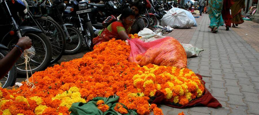 SPIRITUALITY : Rules for offering flowers to Hindu Gods