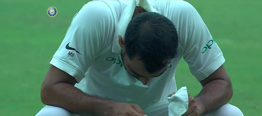 Even Indian bowler Shami vomits on the field due to Delhi Smog - Can India win on the final day?