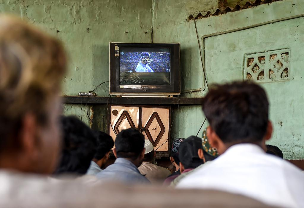 Fans All Around The World Have Been Watching India Pakistan Clash Wherever They Can