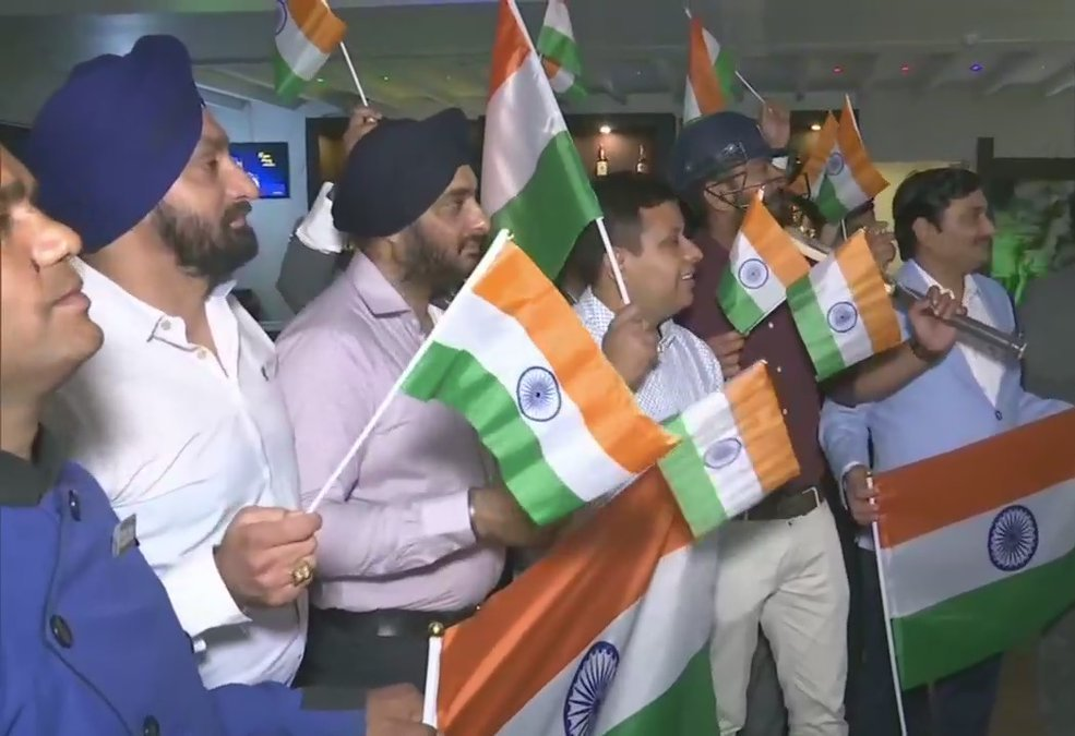 India Fans Enjoying India Bossing Pakistan In World Cup Match