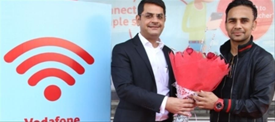 Vodafone Introduces Noidas First Free Wi Fi Enabled Bus Shelter
