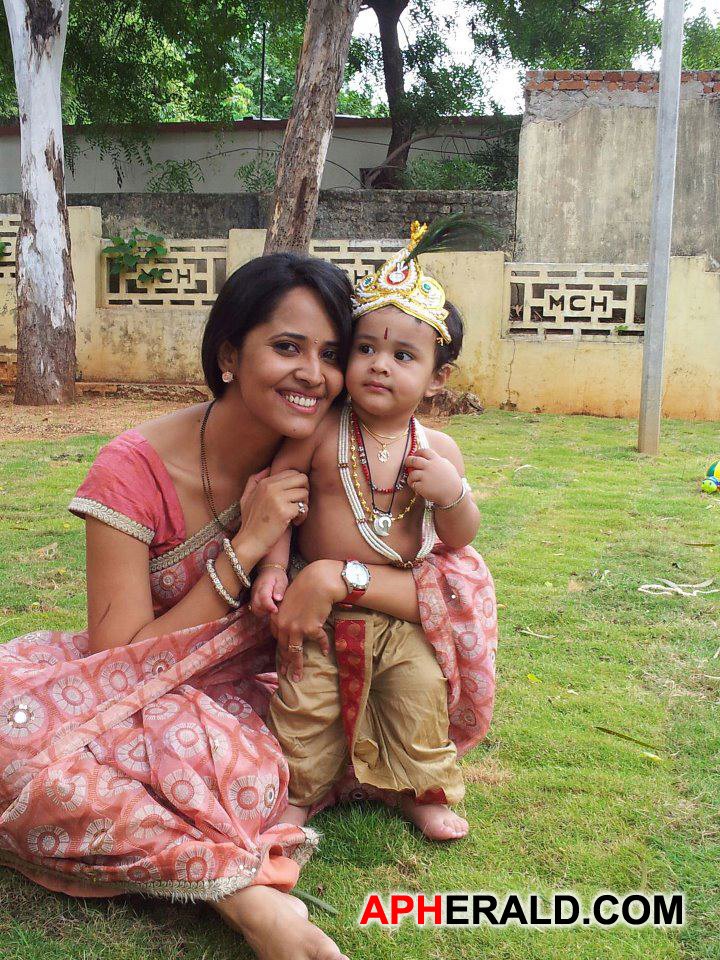 Anchor Anasuya with her cute son